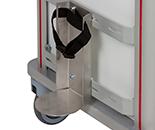 Estructura de metal con base redonda para porte de bombonas con cincha negra en la parte superior para la sujeción de esta